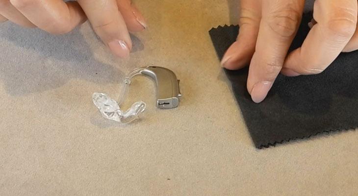 pulizia protesi acusticheBTE